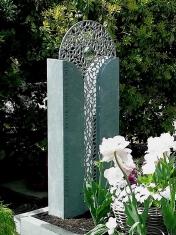 Doppelstele mit Blumen-Ornamentgitter
