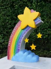 Kindergrabmal Regenbogen mit Wolke und Sternen